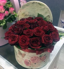 Red Boxed Roses